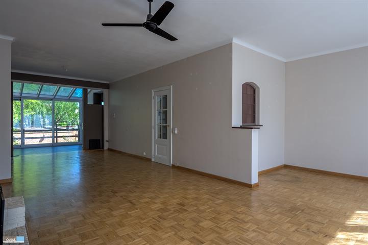 Huisbel-etage te Wilrijk, Oosterveldlaan 221