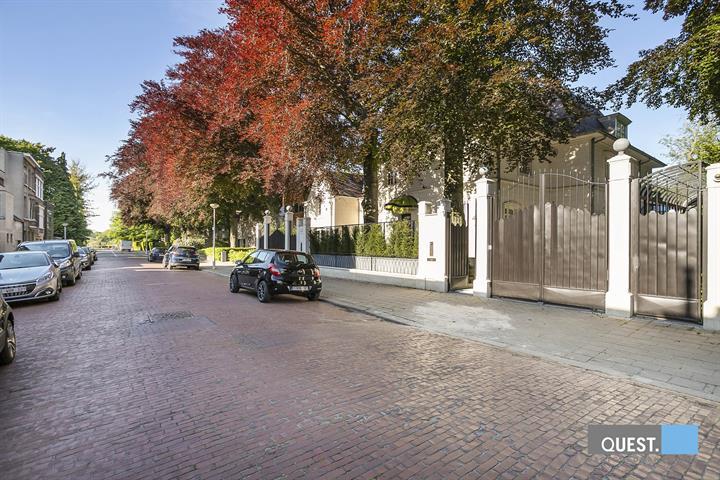 Huisbuitengewoon huis te Antwerpen, Dennenlaan  25